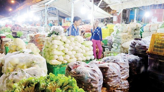 Kinh doanh rau tại chợ đầu mối nông sản Hóc Môn