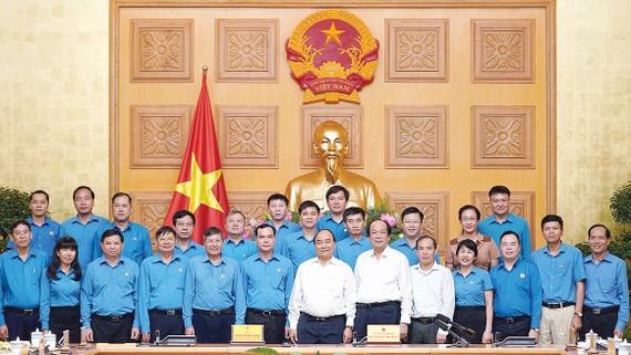 Thủ tướng Nguyễn Xuân Phúc tại buổi làm việc với Tổng Liên đoàn Lao động Việt Nam.  Ảnh: VIẾT CHUNG