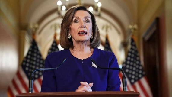 """""""Không ai được đứng trên luật pháp"""", Chủ tịch Hạ viện Mỹ Nancy Pelosi tuyên bố ngày 24-9. Ảnh: AFP"""