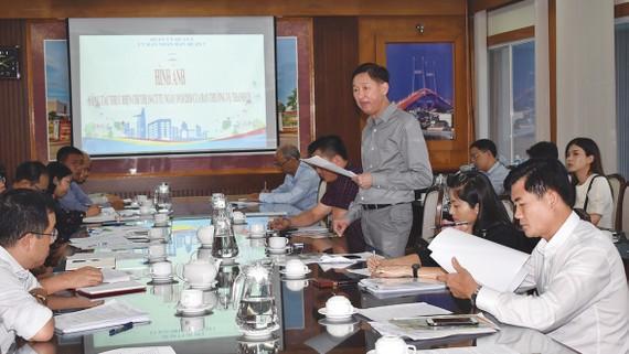 Phó Chủ tịch UBND TPHCM Trần Vĩnh Tuyến  phát biểu trong buổi giám sát thực hiện Chỉ thị 19 tại quận 2. Ảnh: MINH PHONG