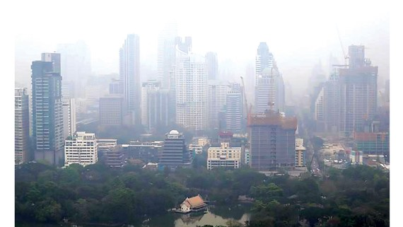 Thành phố Bangkok của Thái Lan chìm trong bụi mịn. Ảnh: Reuters