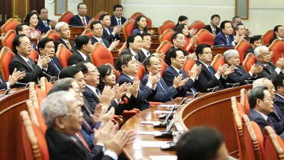 Các đồng chí Ủy viên Trung ương Đảng dự phiên bế mạc hội nghị. Ảnh: TTXVN