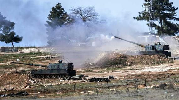 Pháo binh Thổ Nhĩ Kỳ tại thị trấn Kilis gần biên giới Syria. Ảnh: AFP