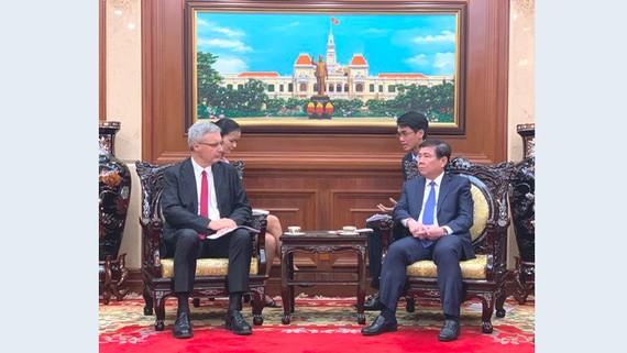 Đồng chí Nguyễn Thành Phong tiếp ông Nicolas Warnery