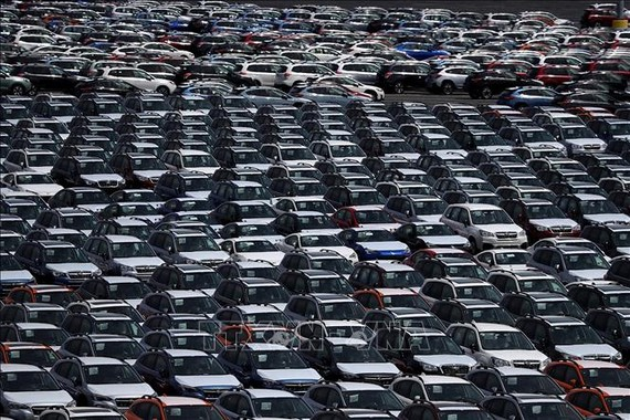 Xe ô tô mới tại một kho bãi ô tô gần cảng Richmond, California, Mỹ. Ảnh: AFP/TTXVN