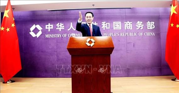 Người phát ngôn Bộ Thương mại Trung Quốc Cao Phong. Ảnh: THX/TTXVN