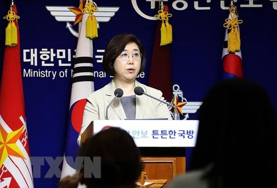 Phát ngôn viên Bộ Quốc phòng Hàn Quốc Choi Hyun-soo tại cuộc họp báo ở Seoul ngày 25-7-2019. Ảnh: Yonhap/TTXVN