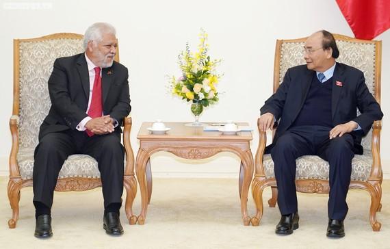 Thủ tướng Nguyễn Xuân Phúc và Đại sứ Venezuela Jorge Rondon Uzcategui - Ảnh: VGP