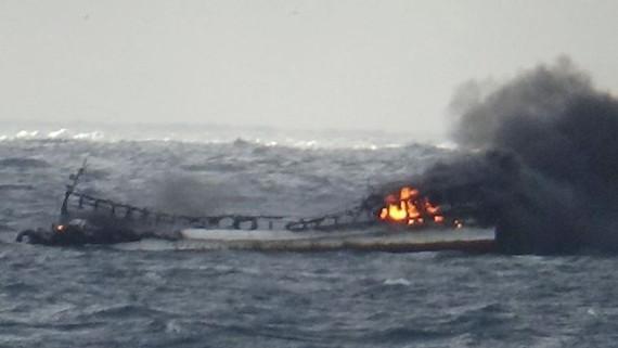 Vụ cháy tàu ở vùng biển ngoài khơi của Hàn Quốc.