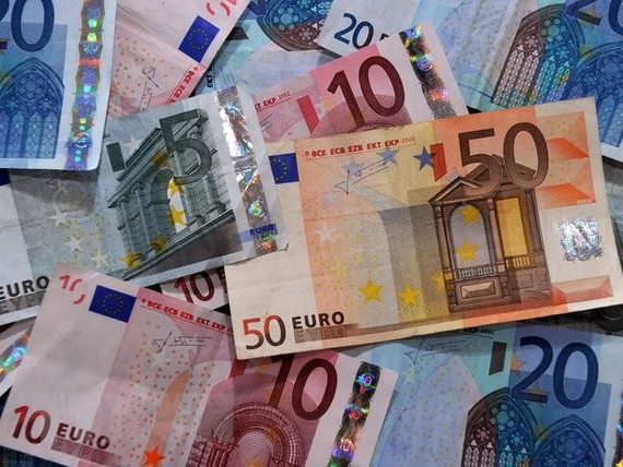 Các loại tiền euro. Ảnh: AFP/TTXVN