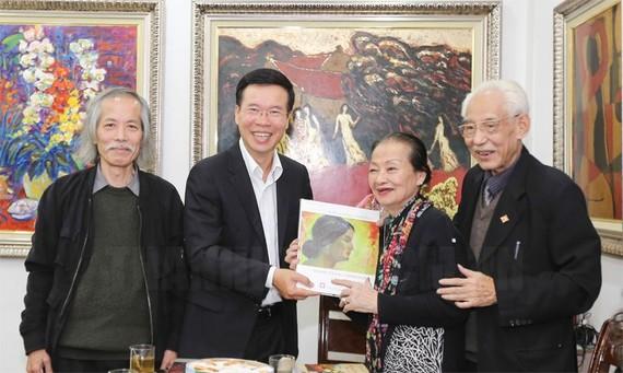 Đồng chí Võ Văn Thưởng chúc tết gia đình họa sĩ Trần Khánh Chương