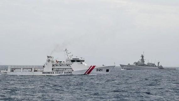 Tàu hải quân Indonesia tuần tra ở vùng biển Natuna. Ảnh: Jakarta Post