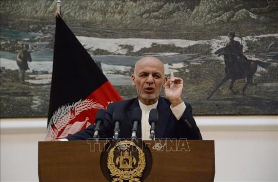 Tổng thống Afghanistan Ashraf Ghani phát biểu tại một cuộc họp báo ở Kabul. Ảnh: AFP/TTXVN