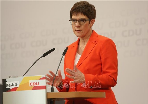 Chủ tịch đảng CDU Annegret Kramp-Karrenbauer phát biểu tại cuộc họp báo ở Berlin. Ảnh: AFP/TTXVN