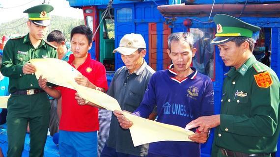 Bộ đội Biên phòng tỉnh Bình Định tuyên truyền về IUU tới ngư dân