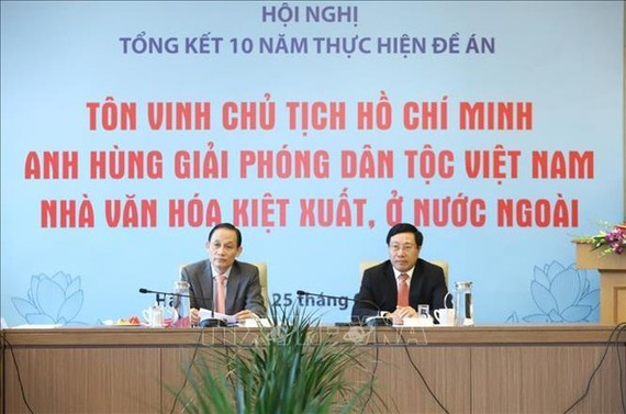 Phó Thủ tướng, Bộ trưởng Bộ Ngoại giao Phạm Bình Minh và Thứ trưởng Bộ Ngoại giao Lê Hoài Trung chủ trì hội nghị. Ảnh: TTXVN