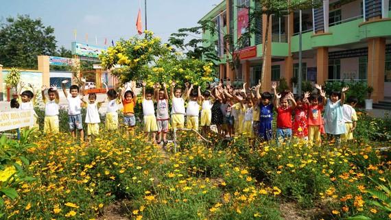 Học sinh Trường Mầm non Phước Hiệp (huyện Củ Chi) trong ngôi trường mới  được nâng cấp đạt chuẩn quốc gia mức độ 1. Ảnh: HOÀNG HÙNG