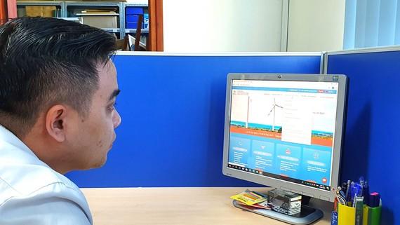Ngành điện khuyến khích và tạo mọi điều kiện thuận lợi  để khách hàng tăng cường giao dịch trực tuyến