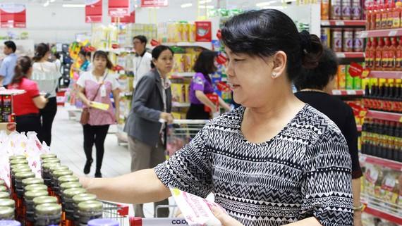 Khách đến mua sắm ở siêu thị tuy giảm tần suất nhưng tăng giá trị hóa đơn