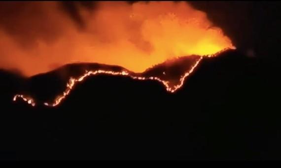 Cháy rừng tại Tứ Xuyên. Ảnh: news.cgtn.com)