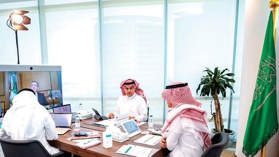 Các thành viên của Cơ quan Tiền tệ Saudi Arabia dự hội nghị trực tuyến  Bộ trưởng Tài chính G20 và thống đốc các ngân hàng trung ương