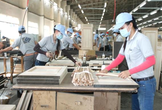 Sản xuất gỗ tại Công ty Kaiser Việt Nam, Khu công nghiệp Mỹ Phước,  thị xã Bến Cát, Bình Dương