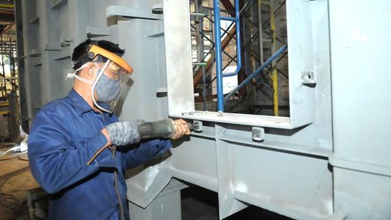 Chế tạo cơ khí tại Công ty cổ phần Cơ khí và xây lắp công nghiệp Imeco. Ảnh: CAO THĂNG
