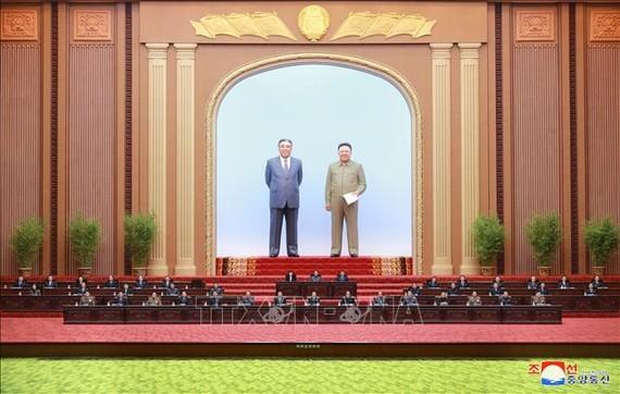 Các đại biểu tại phiên họp Hội đồng Nhân dân Tối cao Triều Tiên ở Bình Nhưỡng ngày 12/4/2020. Ảnh: Yonhap/TTXVN