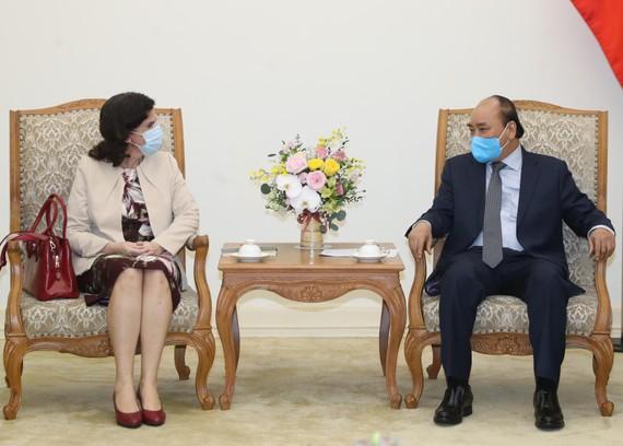 Thủ tướng Nguyễn Xuân Phúc tiếp Đại sứ Cuba tại Việt Nam Lianys Torres Rivera, chiều 17-4. Ảnh: VGP