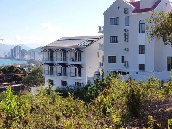 Nhiều căn biệt thự trên núi Cô Tiên đã được hoàn thiện dù bị cấm xây dựng