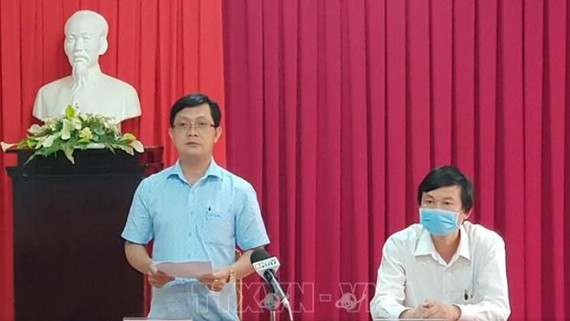 Trưởng Ban Tuyên giáo Tỉnh ủy Bình Phước Hà Anh Dũng công bố quyết định kỷ luật của ông Lưu Văn Thanh. Ảnh TTXVN
