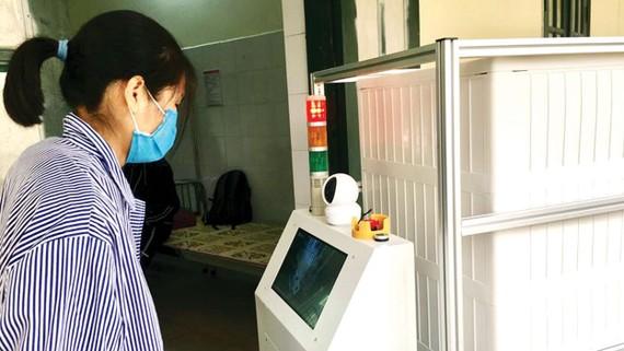 Bệnh nhân có thể tương tác với bác sĩ thông qua hệ thống cảm biến thông minh và đường truyền được gắn trên robot Vibot-1a