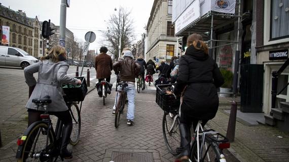 Xe đạp là một phương tiện hiệu quả cho việc di chuyển gần trong thành phố
