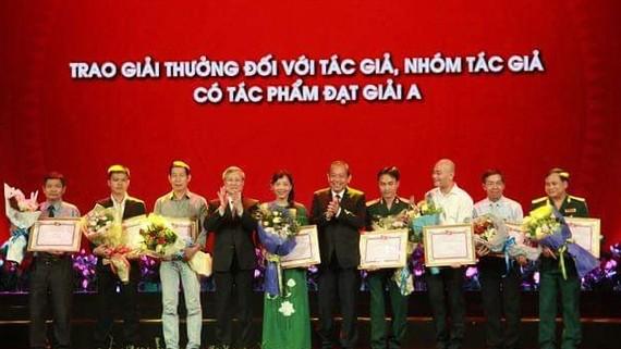 """Giải thưởng sáng tác, quảng bá các tác phẩm văn học, nghệ thuật, báo chí về chủ đề """"Học tập và làm theo tấm gương, đạo đức  Hồ Chí Minh"""" đợt 1, giai đoạn 2015-2020, do Ban Tuyên giáo  Trung ương, Hội Nhà báo Việt Nam tổ chức. Báo SGGP đoạt giải A"""