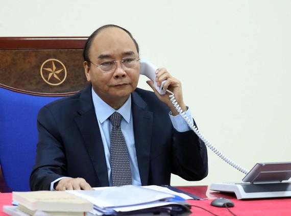 Thủ tướng Nguyễn Xuân Phúc điện đàm với Thủ tướng Nga Mikhail Mishustin. - Ảnh: VGP