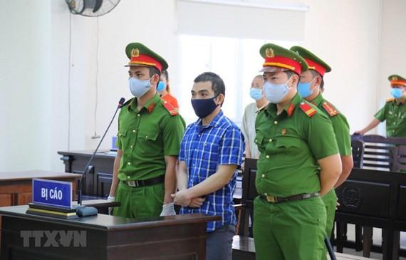 Bị cáo Trương Dương tại phiên tòa sáng 21-4. Ảnh:TTXVN