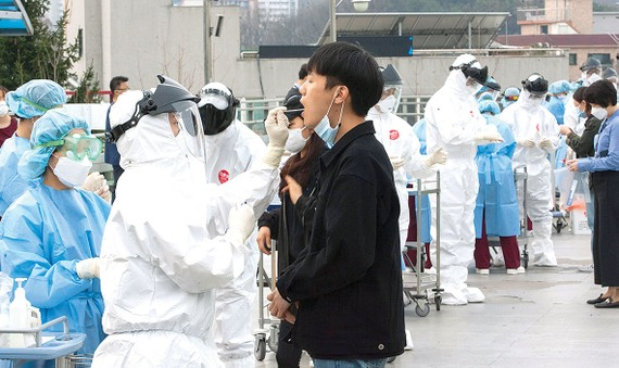 Hàn Quốc tiến hành xét nghiệm dò tìm SARS-CoV-2 trên diện rộng