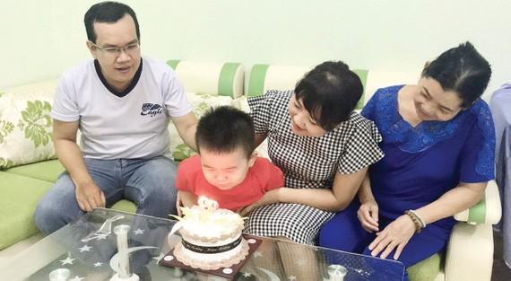 Ý thức xây dựng gia đình hạnh phúc, nuôi dưỡng tình yêu thương phải đến từ các thành viên trong gia đình. Ảnh: CA DAO