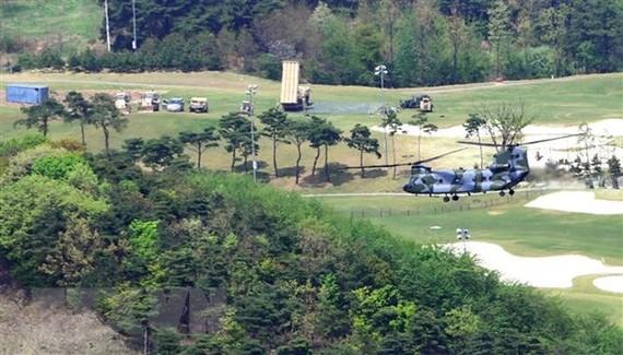 Hệ thống phòng thủ tên lửa tầm cao giai đoạn cuối (THAAD) của Mỹ được triển khai tại căn cứ Seongju, tỉnh Bắc Gyeongsang, Hàn Quốc. Ảnh: AFP/TTXVN