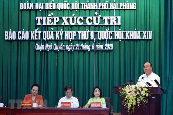 Thủ tướng Nguyễn Xuân Phúc phát biểu tại buổi tiếp xúc cử tri. Ảnh: TTXVN