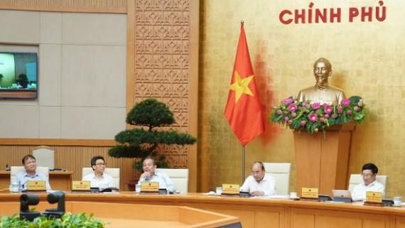 Thủ tướng Nguyễn Xuân Phúc chủ trì cuộc họp Thường trực Chính phủ. Ảnh: VGP