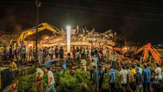Hiện trường vụ sập nhà ở bang Maharashtra, miền Tây Ấn Độ.