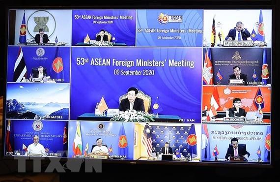 Bộ trưởng Ngoại giao các nước ASEAN dự hội nghị trực tuyến. Ảnh: TTXVN