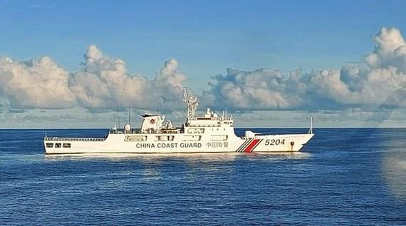 Tàu tuần duyên CCG 5204 của Trung Quốc xâm phạm Vùng đặc quyền kinh tế (EEZ) ở khu vực Biển Bắc Natuna của Indonesia. Nguồn: Bakmala