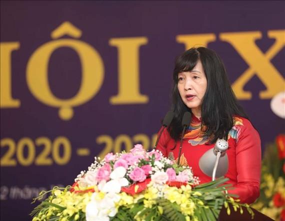 Đại hội đã bầu NSNA Trần Thị Thu Đông làm Chủ tịch Hội Nghệ sĩ Nhiếp ảnh Việt Nam nhiệm kỳ 2020 - 2025. Ảnh: TTXVN