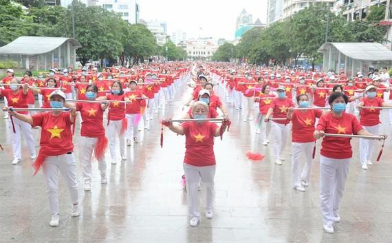 Hơn 2.000 người cao tuổi tham gia đồng diễn thể dục dưỡng sinh