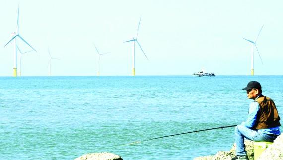 Turbine của một nhà máy điện gió biển ở Đài Loan. Ảnh: Kyodo