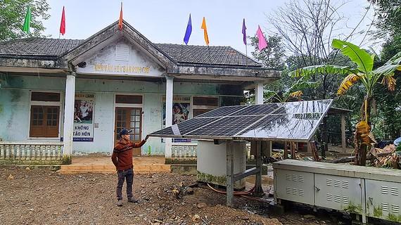 Cụm điện mặt trời Nhà văn hóa Ho Rum được đầu tư 7 năm  chưa một lần sử dụng nhưng cũng không thể phát điện
