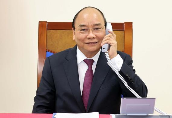 Thủ tướng Nguyễn Xuân Phúc điện đàm với Thủ tướng Australia Scott Morrison để trao đổi về quan hệ song phương và các vấn đề khu vực, quốc tế cùng quan tâm. Ảnh: VGP