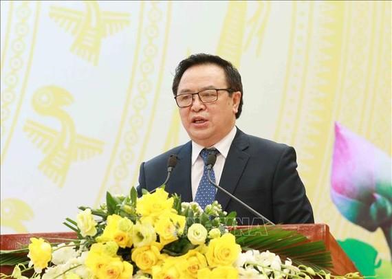Đồng chí Hoàng Bình Quân, Trưởng Ban Đối ngoại Trung ương báo cáo tại hội nghị. Ảnh: TTXVN